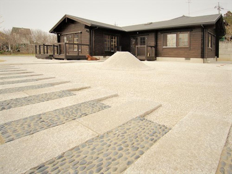 ブラック色のログハウスの外観|茨城の注文住宅,ログハウスのような木の家を低価格で建てるならエイ・ワン