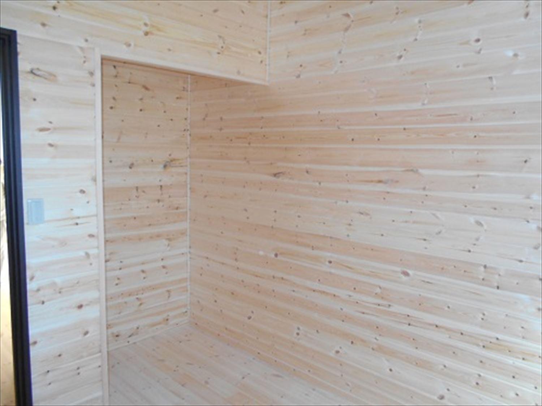 防音室で趣味を楽しむ二階建ての洋室|鉾田市の注文住宅,ログハウスのような木の家を低価格で建てるならエイ・ワン
