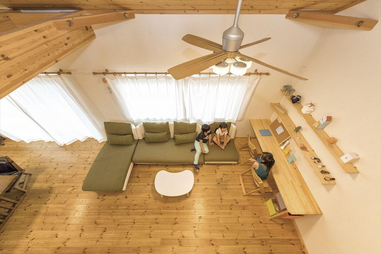 ナチュラルモダン二階建てで過ごす子供たち|行方市の注文住宅,ログハウスのような木の家を低価格で建てるならエイ・ワン