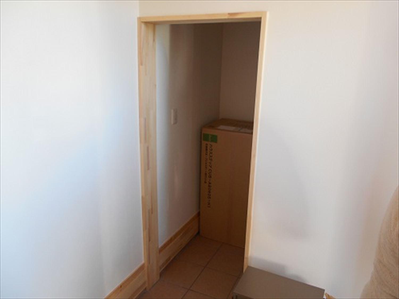 防音室で趣味を楽しむ二階建ての土間収納|鉾田市の注文住宅,ログハウスのような木の家を低価格で建てるならエイ・ワン