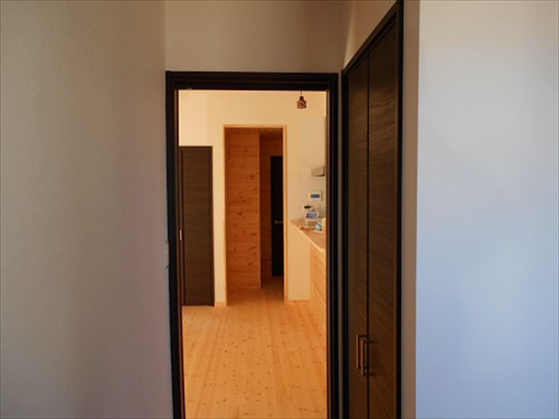 防音室で趣味を楽しむ二階建ての内装|鉾田市の注文住宅,ログハウスのような木の家を低価格で建てるならエイ・ワン