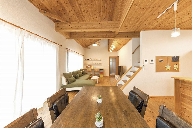 ナチュラルモダン二階建てのダイニング|行方市の注文住宅,ログハウスのような木の家を低価格で建てるならエイ・ワン