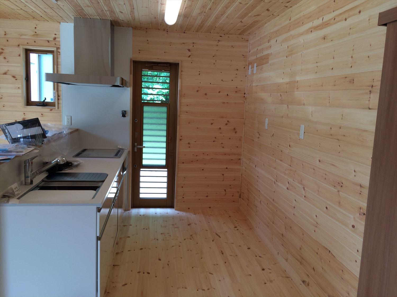 オールアース二階建てのキッチン|石岡市の注文住宅,ログハウスのような木の家を低価格で建てるならエイ・ワン