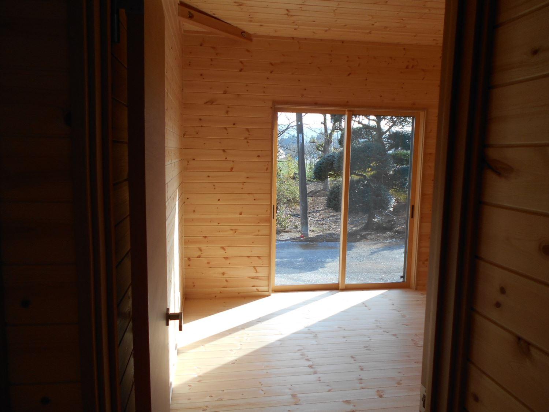 蓄電池付き省エネ住宅平屋の内装|石岡市の注文住宅,ログハウスのような木の家を低価格で建てるならエイ・ワン
