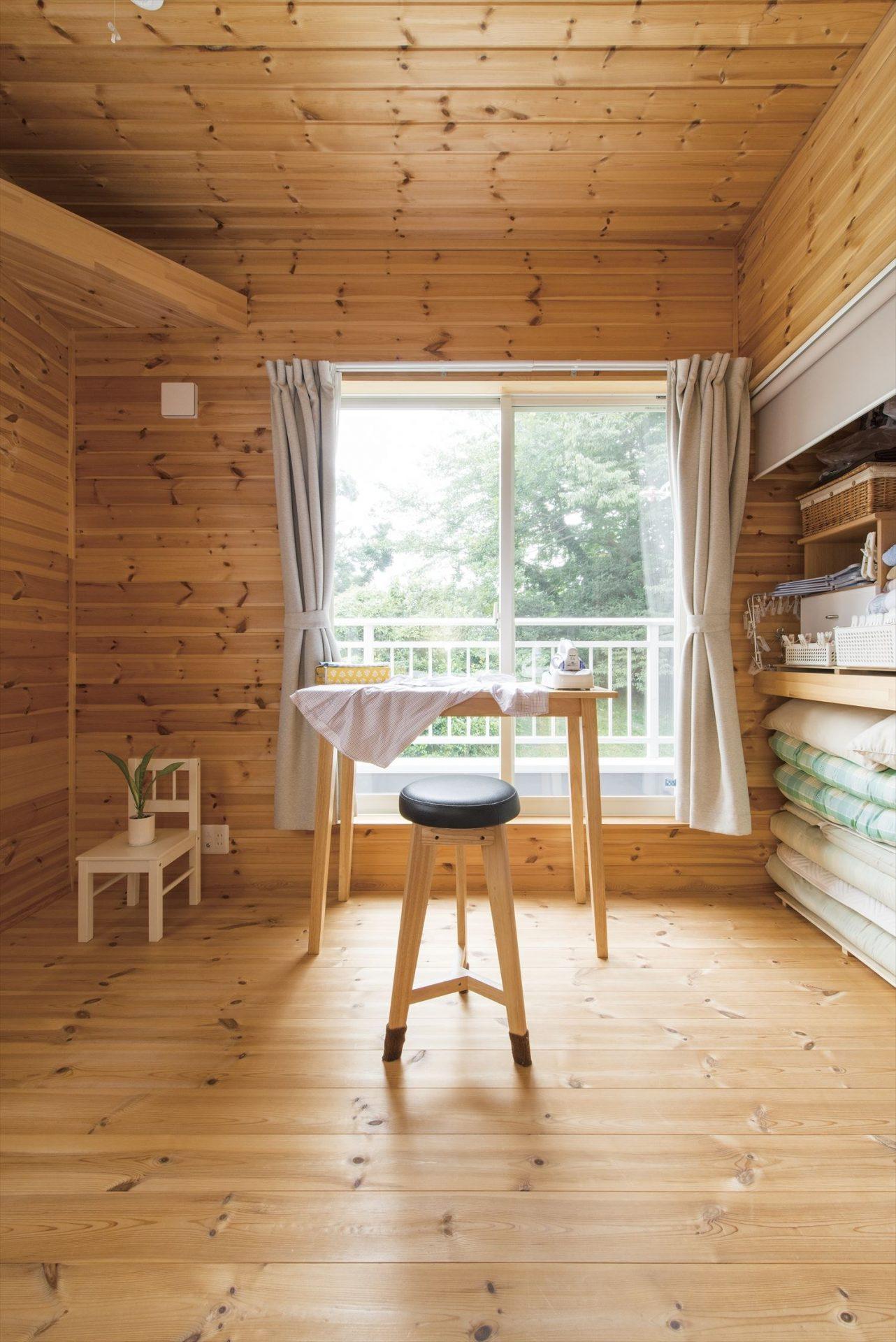 ログハウス風コンパクトハウスの家事室2|四街道市の注文住宅,ログハウスのような木の家を低価格で建てるならエイ・ワン