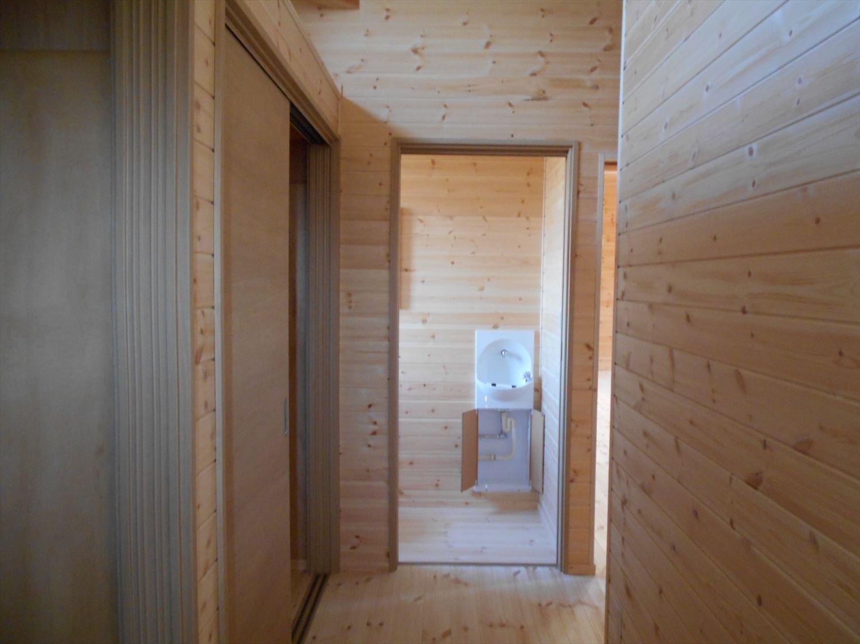 蓄電池付き省エネ住宅平屋の内装5|石岡市の注文住宅,ログハウスのような木の家を低価格で建てるならエイ・ワン