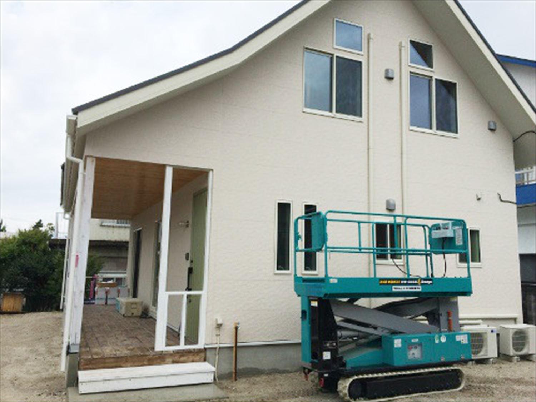 2階建て3LDKのアメリカンハウスの外観|新島の注文住宅,ログハウスのような木の家を低価格で建てるならエイ・ワン