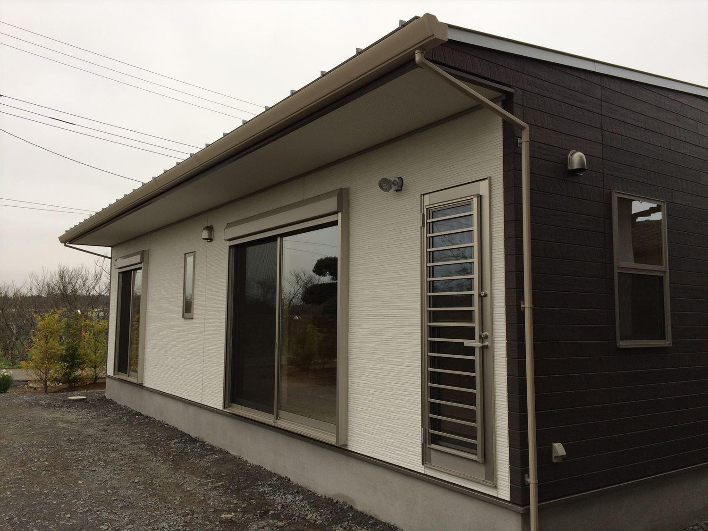蓄電池付き省エネ住宅平屋の外観2|石岡市の注文住宅,ログハウスのような木の家を低価格で建てるならエイ・ワン