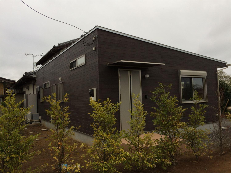 蓄電池付き省エネ住宅平屋の外観3|石岡市の注文住宅,ログハウスのような木の家を低価格で建てるならエイ・ワン