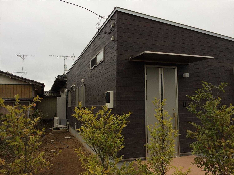 蓄電池付き省エネ住宅平屋の外観4|石岡市の注文住宅,ログハウスのような木の家を低価格で建てるならエイ・ワン