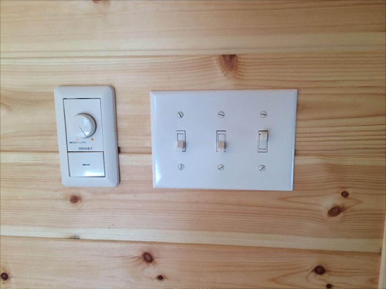 2階建て3LDKのアメリカンハウスの電気スイッチ|新島の注文住宅,ログハウスのような木の家を低価格で建てるならエイ・ワン