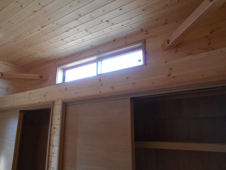蓄電池付き省エネ住宅平屋のハイサイドライト|石岡市の注文住宅,ログハウスのような木の家を低価格で建てるならエイ・ワン