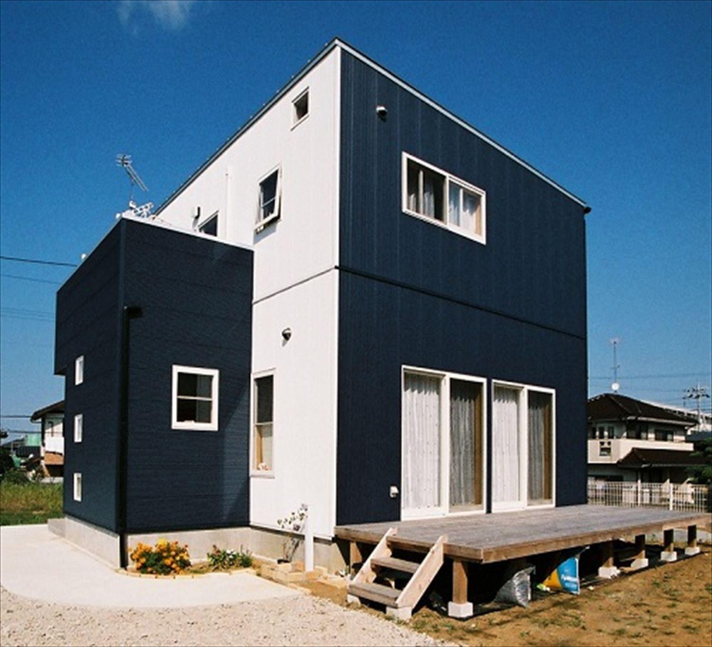 ガルバリウム外壁の二階建ての外観2|石岡市の注文住宅,ログハウスのような木の家を低価格で建てるならエイ・ワン