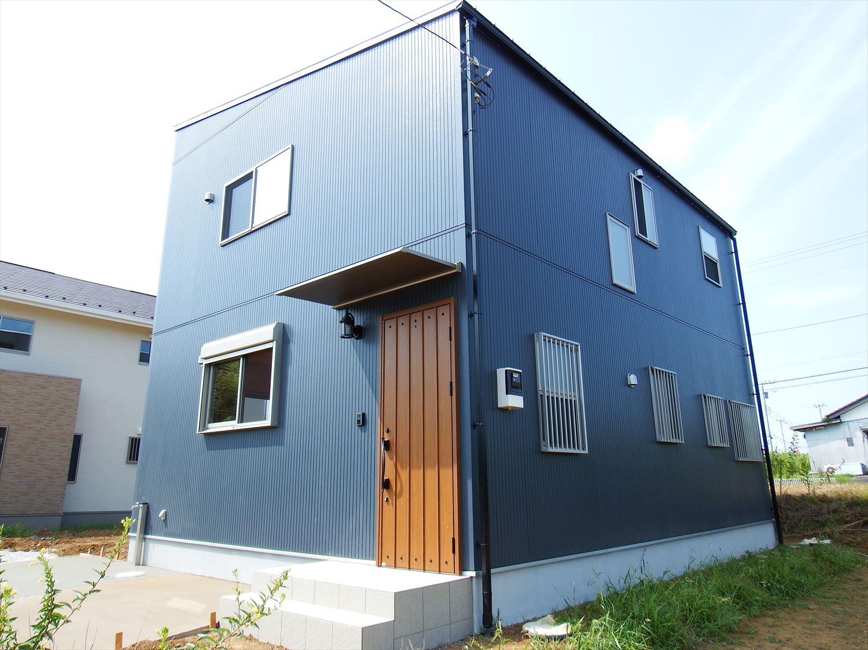 薪ストーブ付きログハウス風,二階建ての外観3|つくば市の注文住宅,ログハウスのような木の家を低価格で建てるならエイ・ワン