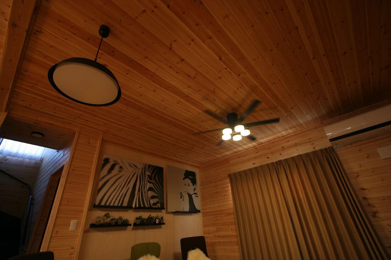 ブラックモダンな無垢材の家の照明|前橋市の注文住宅,ログハウスのような木の家を低価格で建てるならエイ・ワン