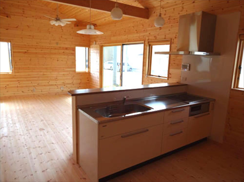 畳コーナーのある平屋2LDKのキッチン|栃木県の注文住宅,ログハウスのような木の家を低価格で建てるならエイ・ワン