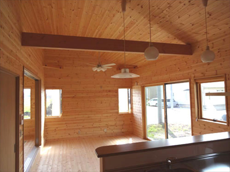 畳コーナーのある平屋2LDKのリビング2|栃木県の注文住宅,ログハウスのような木の家を低価格で建てるならエイ・ワン