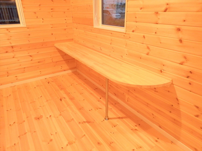 広々リビング平屋のカウンターテーブル|千葉市の注文住宅,ログハウスのような木の家を低価格で建てるならエイ・ワン