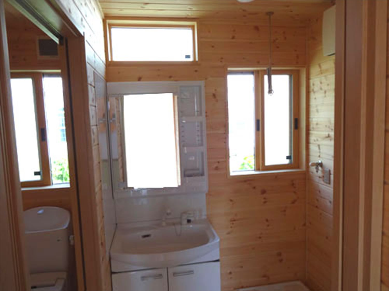 畳コーナーのある平屋2LDKの洗面室|栃木県の注文住宅,ログハウスのような木の家を低価格で建てるならエイ・ワン