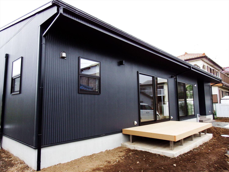 広々リビング平屋の外観|千葉市の注文住宅,ログハウスのような木の家を低価格で建てるならエイ・ワン