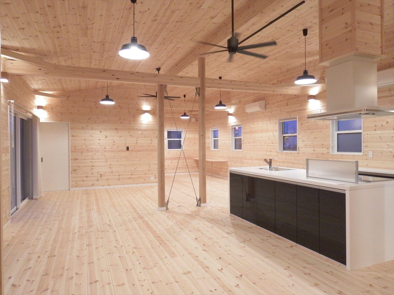 広々リビング平屋のLDK|千葉市の注文住宅,ログハウスのような木の家を低価格で建てるならエイ・ワン