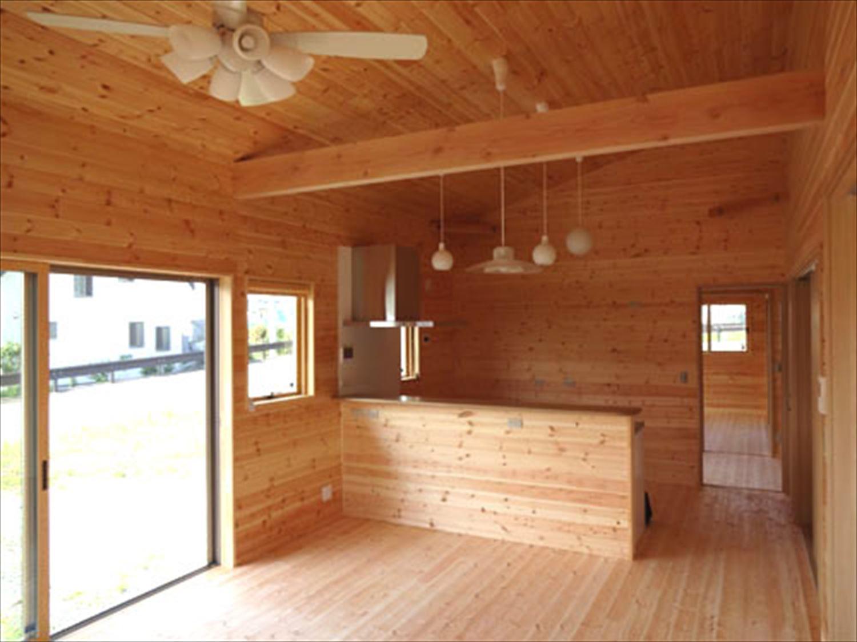 畳コーナーのある平屋2LDKのリビング|栃木県の注文住宅,ログハウスのような木の家を低価格で建てるならエイ・ワン