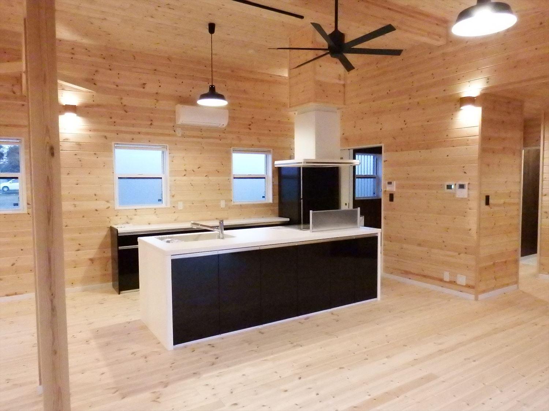 広々リビング平屋のキッチン|千葉市の注文住宅,ログハウスのような木の家を低価格で建てるならエイ・ワン