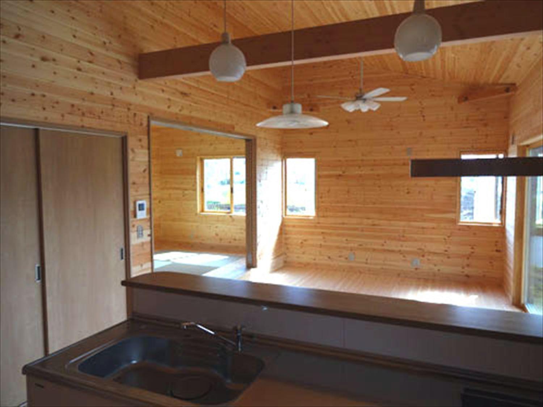 畳コーナーのある平屋2LDKのキッチンからの眺め|栃木県の注文住宅,ログハウスのような木の家を低価格で建てるならエイ・ワン