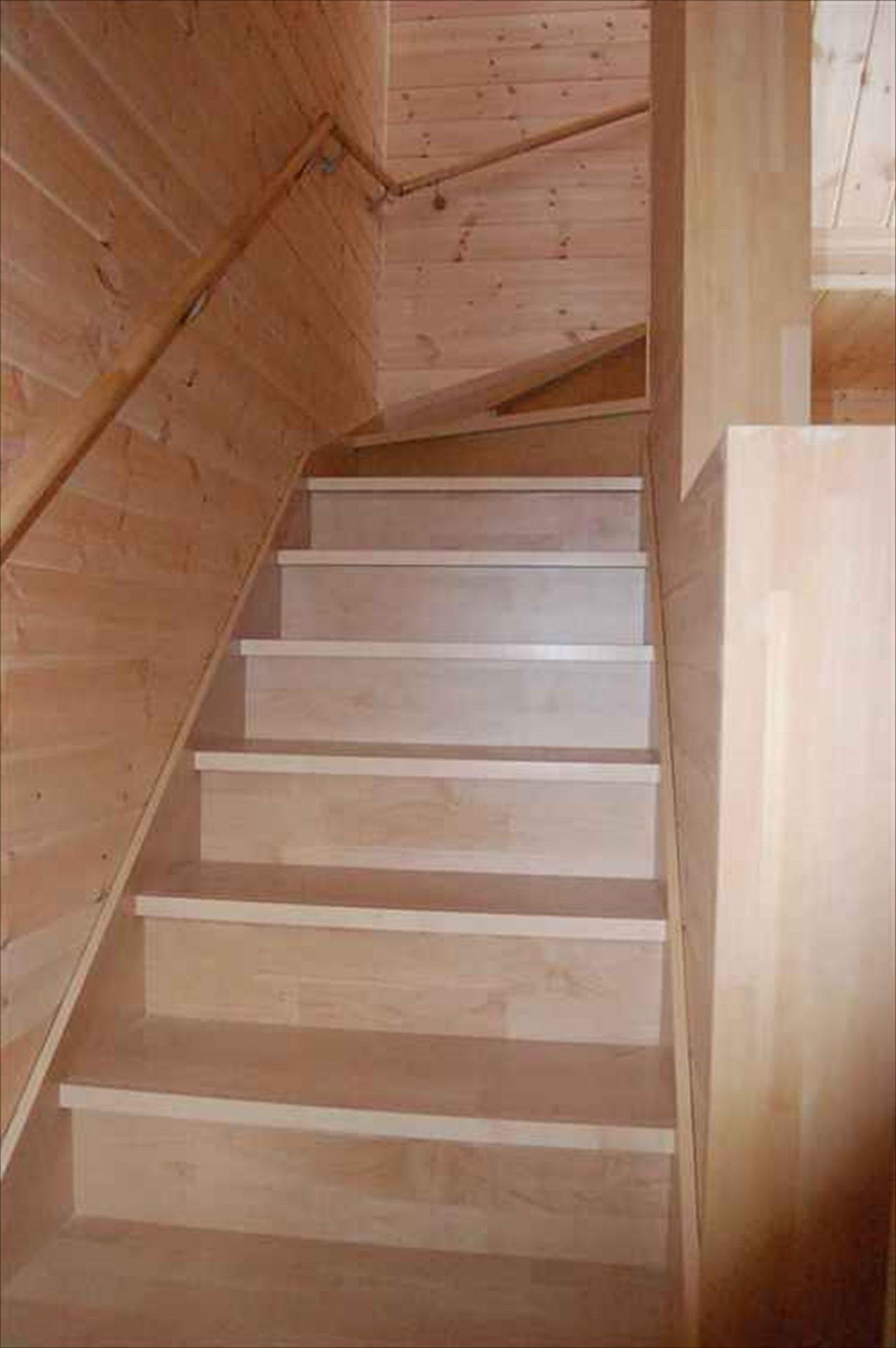 二階建て戸建て賃貸住宅の階段|水戸市の注文住宅,ログハウスのような木の家を低価格で建てるならエイ・ワン