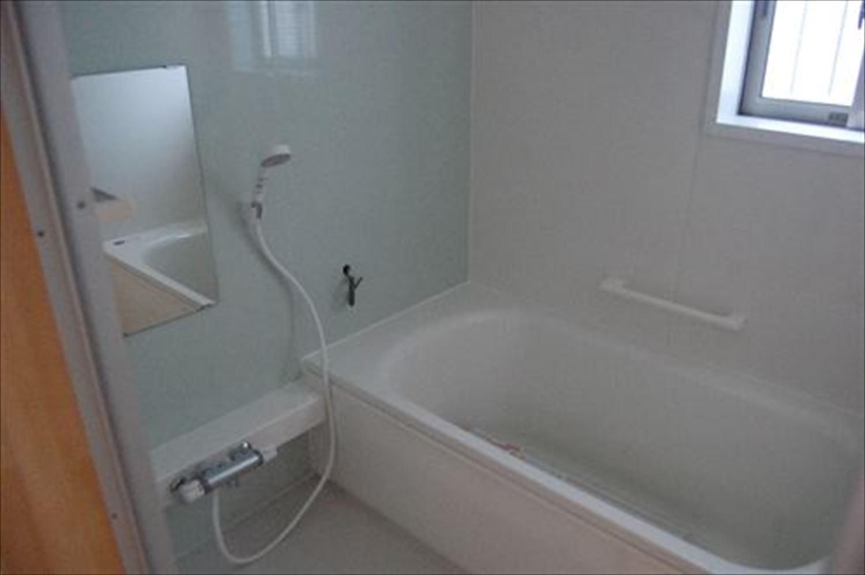 二階建て戸建て賃貸住宅の浴室|水戸市の注文住宅,ログハウスのような木の家を低価格で建てるならエイ・ワン