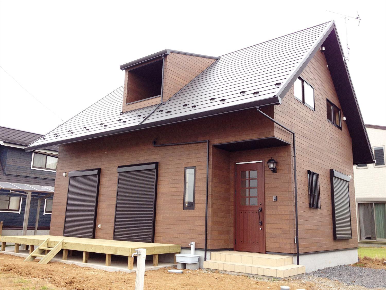 ログハウス風デザイン二階建ての外観|つくば市の注文住宅,ログハウスのような木の家を低価格で建てるならエイ・ワン
