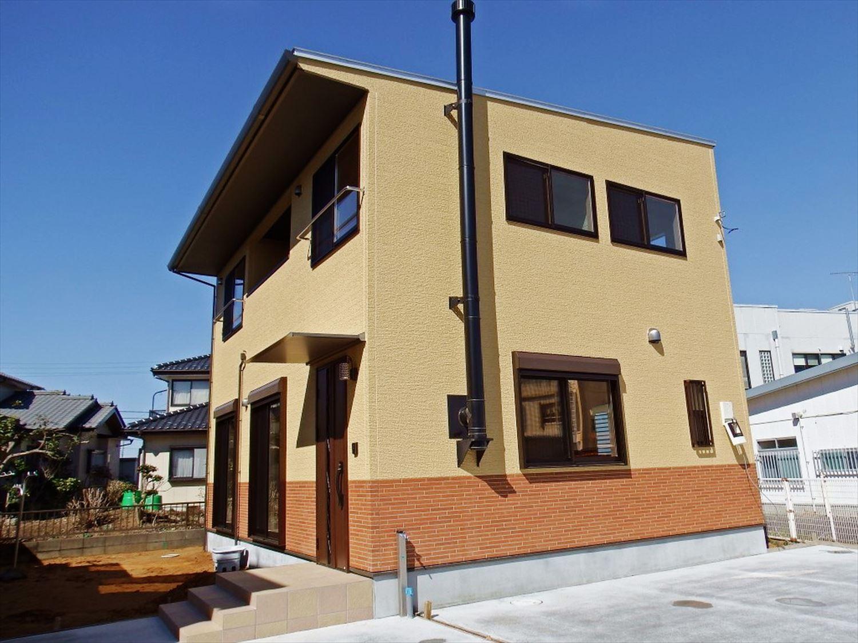 薪ストーブ付き二階建ての外観|土浦市の注文住宅,ログハウスのような木の家を低価格で建てるならエイ・ワン