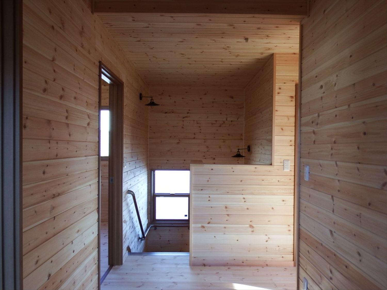 薪ストーブ付き二階建てのホール|土浦市の注文住宅,ログハウスのような木の家を低価格で建てるならエイ・ワン