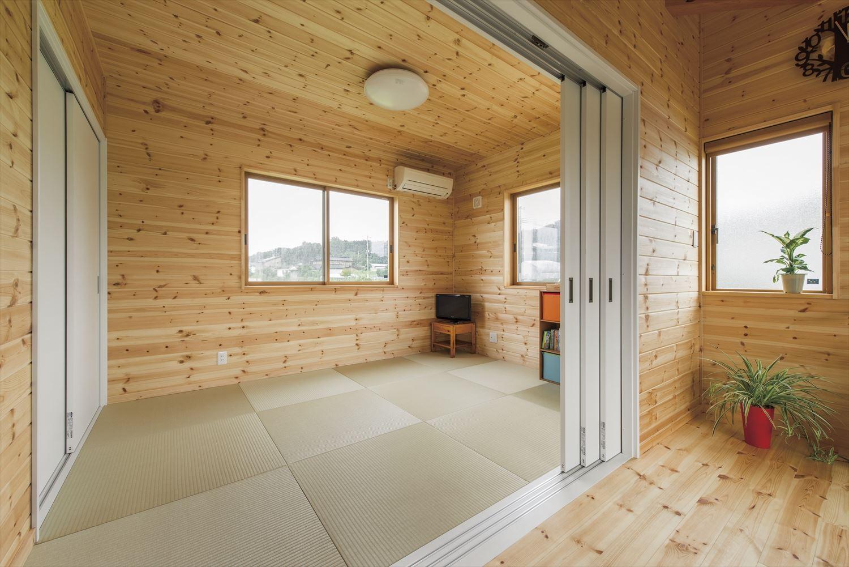 こどもにやさしい無垢材内装の子育て住宅の畳コーナー|行方市の注文住宅,ログハウスのような木の家を低価格で建てるならエイ・ワン