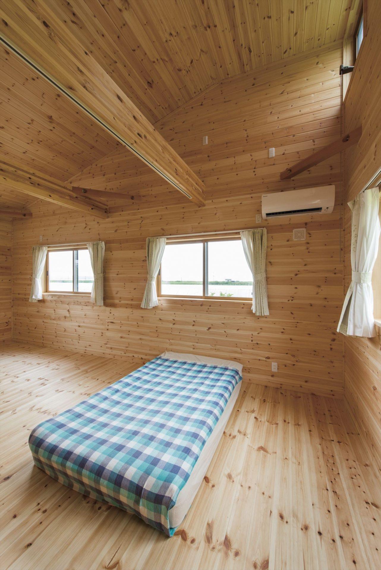 こどもにやさしい無垢材内装の子育て住宅の子供部屋3|行方市の注文住宅,ログハウスのような木の家を低価格で建てるならエイ・ワン