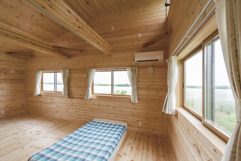 こどもにやさしい無垢材内装の子育て住宅の子供部屋2|行方市の注文住宅,ログハウスのような木の家を低価格で建てるならエイ・ワン