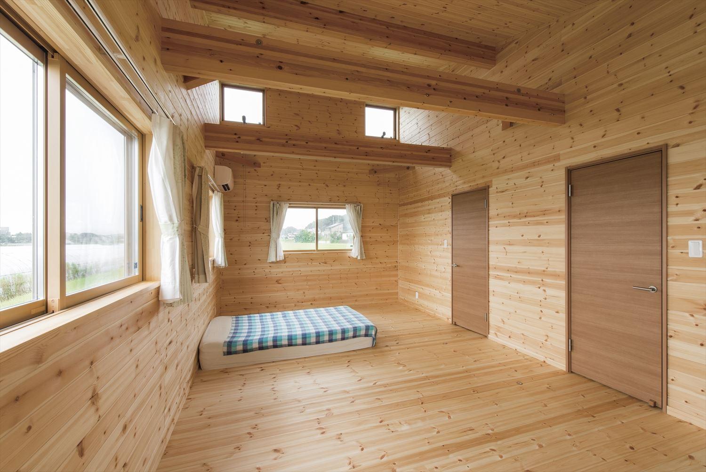 こどもにやさしい無垢材内装の子育て住宅の子供部屋|行方市の注文住宅,ログハウスのような木の家を低価格で建てるならエイ・ワン