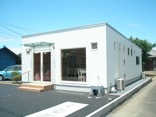 洋菓子店の外観4|伊勢崎市の注文住宅,ログハウスのような木の家を低価格で建てるならエイ・ワン