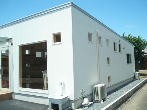 洋菓子店の外観3|伊勢崎市の注文住宅,ログハウスのような木の家を低価格で建てるならエイ・ワン