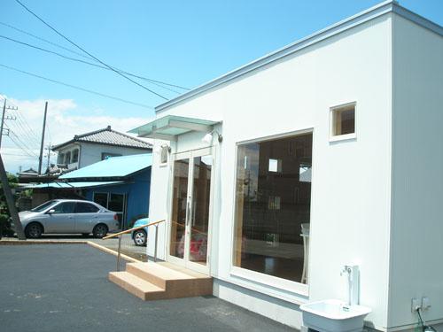 洋菓子店の外観2|伊勢崎市の注文住宅,ログハウスのような木の家を低価格で建てるならエイ・ワン