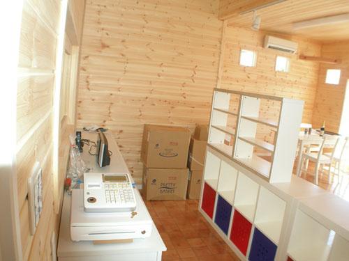 洋菓子店の内装3|伊勢崎市の注文住宅,ログハウスのような木の家を低価格で建てるならエイ・ワン