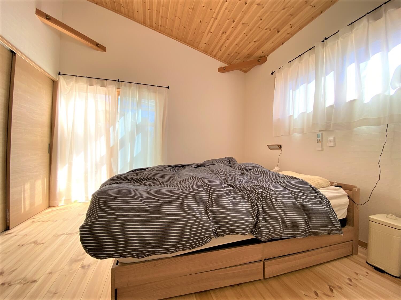 防音室のある平屋の寝室|土浦市の注文住宅,ログハウスのような木の家を低価格で建てるならエイ・ワン