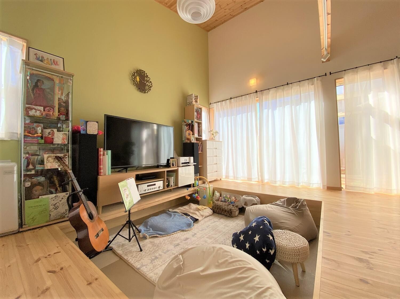 防音室のある平屋のリビング|土浦市の注文住宅,ログハウスのような木の家を低価格で建てるならエイ・ワン