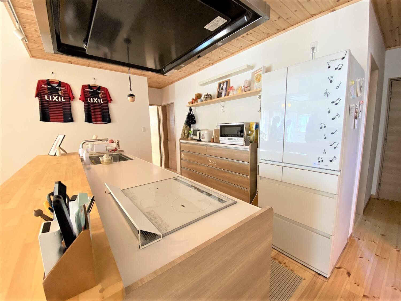 防音室のある平屋のキッチン|土浦市の注文住宅,ログハウスのような木の家を低価格で建てるならエイ・ワン