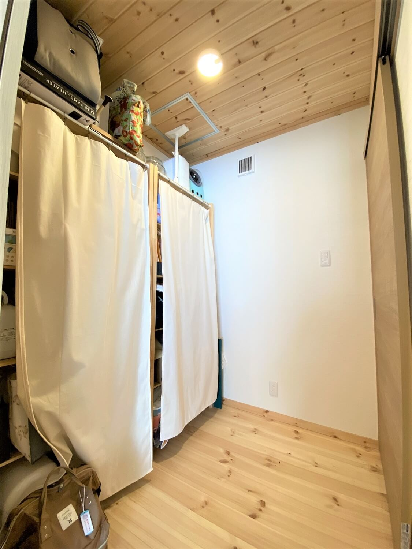 防音室のある平屋のストックルーム|土浦市の注文住宅,ログハウスのような木の家を低価格で建てるならエイ・ワン