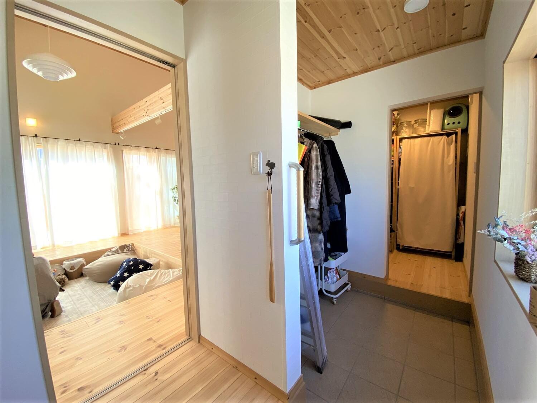 防音室のある平屋の玄関|土浦市の注文住宅,ログハウスのような木の家を低価格で建てるならエイ・ワン