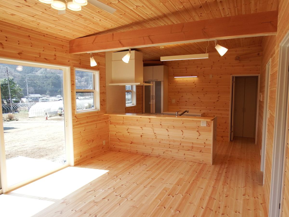 3LDK間取りの平屋のリビング|栃木県鹿沼市の注文住宅,ログハウスのような木の家を低価格で建てるならエイ・ワン