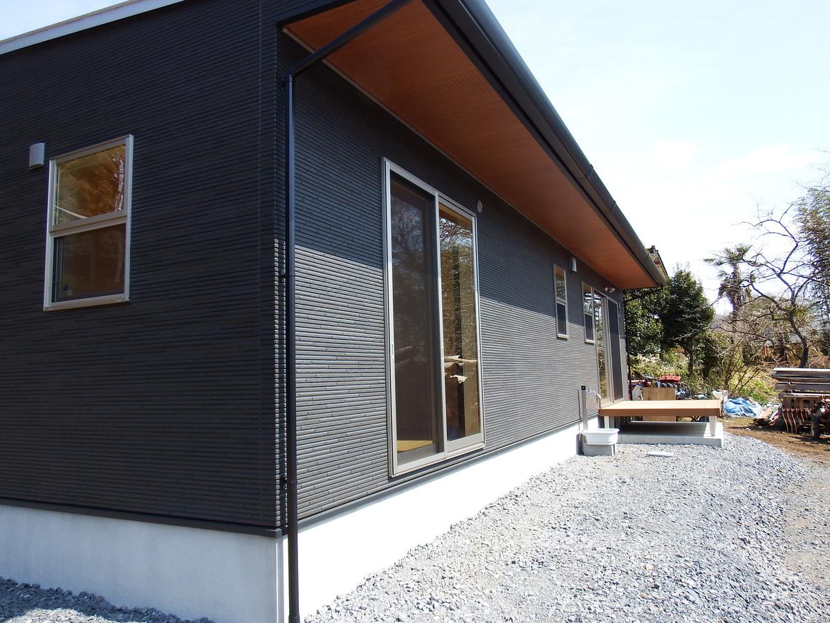 3LDK間取りの平屋の外観|栃木県鹿沼市の注文住宅,ログハウスのような木の家を低価格で建てるならエイ・ワン
