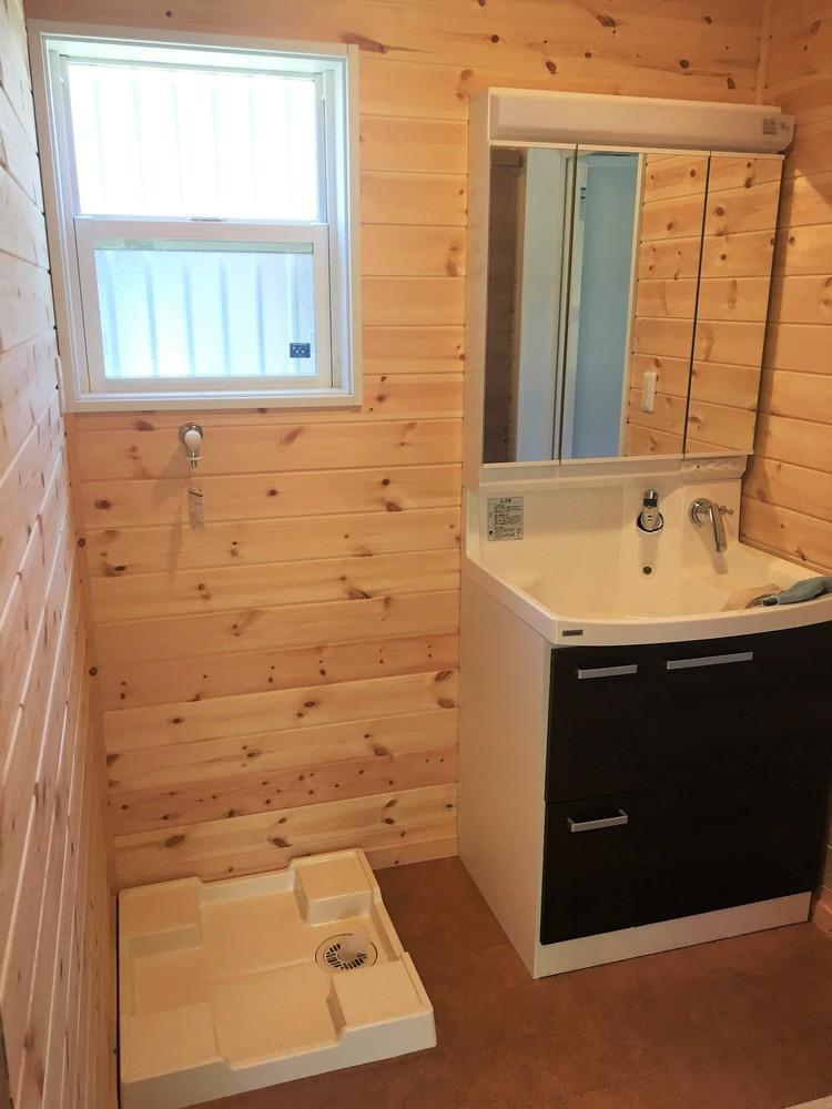 土間キッチン付き二階建ての洗面室|富津市の注文住宅,ログハウスのような木の家を低価格で建てるならエイ・ワン