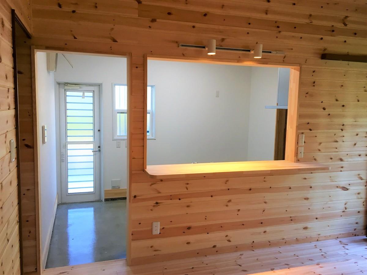 二階建ての土間キッチン|富津市の注文住宅,ログハウスのような木の家を低価格で建てるならエイ・ワン